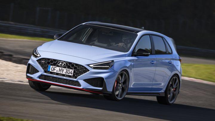 Der aktualisierte Hyundai i30 N bietet höhere Leistung, geringeres Gewicht und ein Automatikgetriebe. Das Schaltgetriebe bleibt im Angebot.