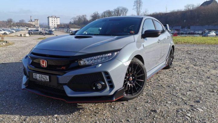 Test Honda Civic Type-R. Es ist ein Hothatch mit einem aggressiven Design.