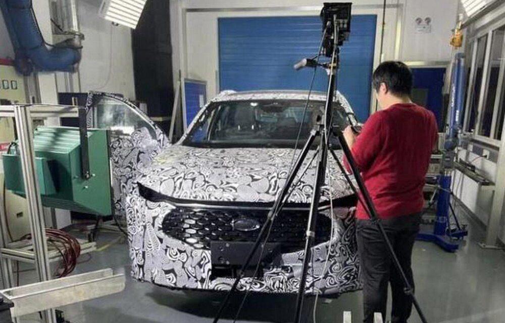 Der neue Ford Mondeo erhält ein aggressives Design und ein modernes Interieur mit großem Display.