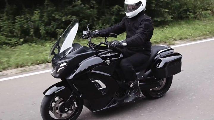 Das neue Aurus-Motorrad hat 190 Pferde und wird die Präsidentensäule begleiten.
